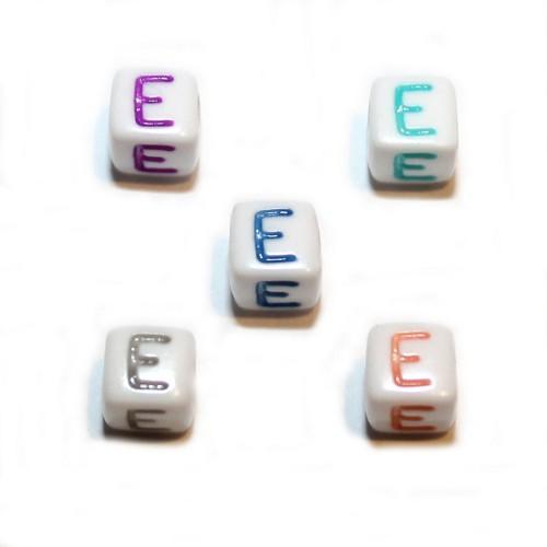 Buchstaben einzeln Würfel Acryl weiß mit bunten Buchstaben 6x6mm Großloch 5 Stk.