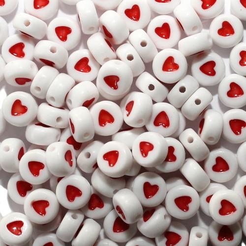 Buchstaben Perlen rund flach Acryl weiß mit Herz rot 7x4mm 100Stk.