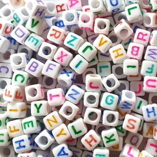 Buchstaben Würfel Acryl weiß mit bunten Buchstaben 6x6mm Großloch mix 300Stk.